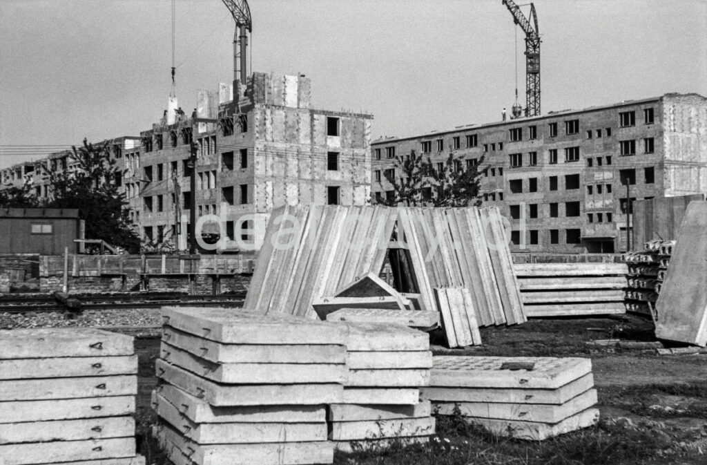 Composition of prefabricated concrete slabs in front of newly built blocks.