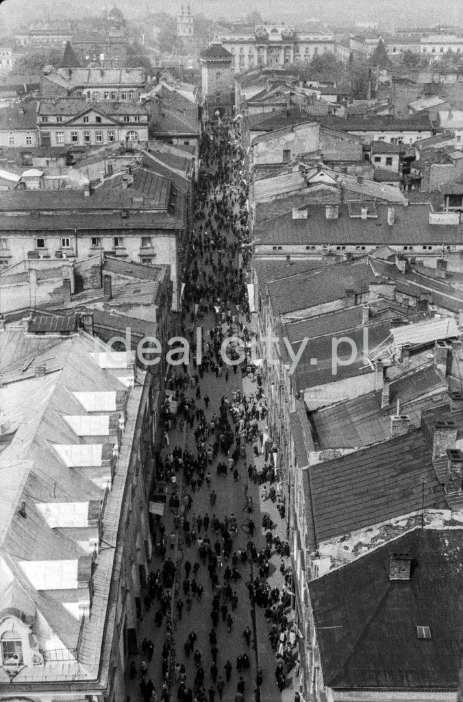 Widok z wysokości na ulicę starego miasta.