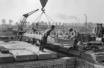 Construction of the Urocze Estate (previously the C-33 Estate). Ca. 1957.  Budowa Osiedla Uroczego (wczesniej osiedle C-33), ok. 1957 r.  Photo by Henryk Makarewicz/idealcity.pl