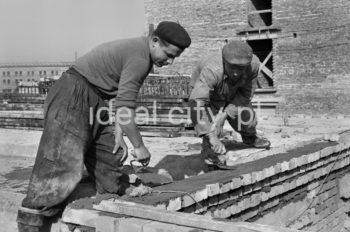 Construction of the Zgody Estate. 1950s.  Budowa Osiedla Zgody, lata 50. XX w.  Photo by Wiktor Pental/idealcity.pl