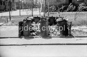 Waste bins on a Nowa Huta estate. 1950s.  Śmietnik na jednym z nowohuckich osiedli, lata 50. XXw.  Photo by Wiktor Pental/idealcity.pl