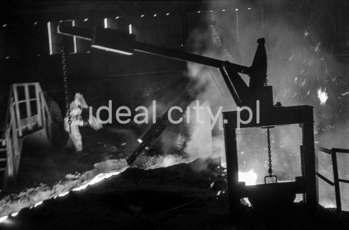 Stalownia konwertorowa w kombinacie im. W. I. Lenina w Nowej Hucie, 1966r.  fot. Henryk Makarewicz/idealcity.pl