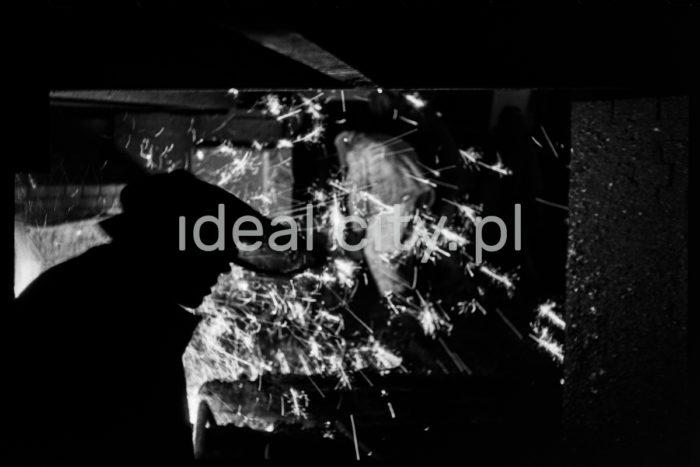Converting steelworks at the Lenin Combine, Nowa Huta. 1966.  Stalownia konwertorowa w kombinacie im. W. I. Lenina w Nowej Hucie, 1966 r.  Photo by Henryk Makarewicz/idealcity.pl