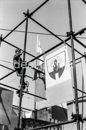 Juwenalia, studenci na Rynku Głównym w Krakowie, 1959 r.  fot. Henryk Makarewicz/idealcity.pl