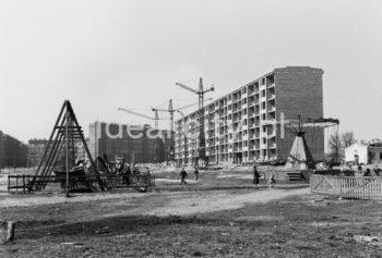 Play area on the Szkolne Estate, further back the Centrum C Estate.  Plac zabaw na Osiedlu Szkolnym, w tle Osiedle Centrum C.