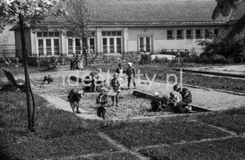 Wesołe Ósemki Kindergarten no. 88 on the Wandy Estate. 1950s.  Samorządowe Przedszkole nr. 88