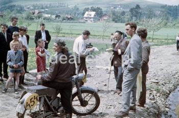 Motorbike race outside Nowa Huta. Late 1950s. Colour photography.  Rajd motocyklowy, okolice Nowej Huty. Koniec lat 50. XX w. Fotografia barwna.  Photo by Wiktor Pental/idealcity.pl
