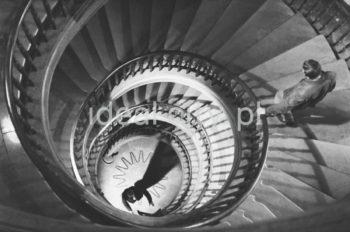 Staircase at the Administrative Centre, Lenin Steelworks, Nowa Huta.  Schody w budynku Centrum Administracyjnego kombinatu Huta im. W.I. Lenina w Nowej Hucie.  Photo by Henryk Makarewicz/idealcity.pl