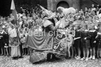 Doroczny pochód Lajkonika, koniec lat 60. XXw.  fot. Henryk Makarewicz/idealcity.pl