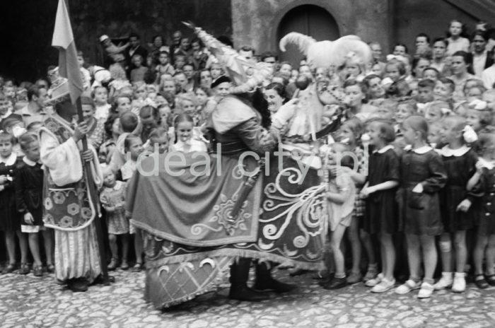 Annual Lajkonik celebrations. Late 1960s.  Doroczny pochód Lajkonika, koniec lat 60. XX w.  Photo by Henryk Makarewicz/idealcity.pl