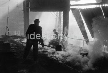 Prace w rejonie Wielkiego Pieca, Chorzów. 6.12.1948  fot. Henryk Makarewicz/idealcity.pl
