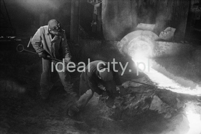 Tapping pig iron from the blast furnace, Chorzów. 6th December 1948.  Spust surówki wielkopiecowej, Chorzów. 6.12.1948  Photo by Henryk Makarewicz/idealcity.pl