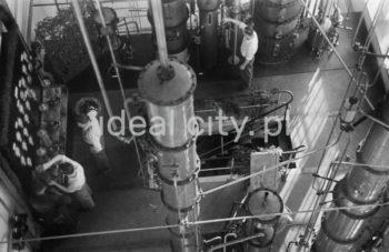 Kombinat metalurgiczny im. Lenina, Wydział Energetyczny, odświętna dekoracja (prawdopodobnie rejon jednego z turbogeneratorów w momencie rozruchu), połowa lat 50.  fot. Henryk Makarewicz/idealcity.pl