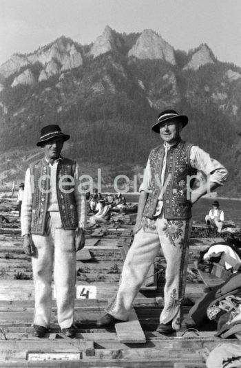 Spływ Dunajcem w Pieninach, lata 60. XXw.  fot. Henryk Makarewicz/idealcity.pl