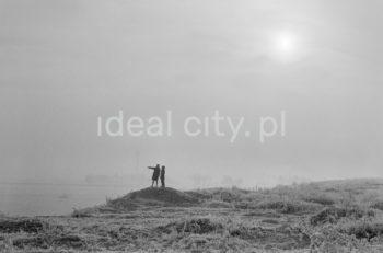 Zimowy widok na Łąki Nowohuckie od strony Skarpy. Ok. 1960r.  fot. Henryk Makarewicz/idealcity.pl