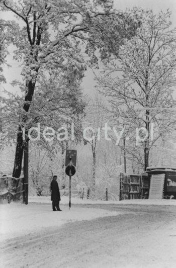 Zima w Nowej Hucie, Mogiła. Lata 60. XXw.  fot. Henryk Makarewicz/idealcity.pl