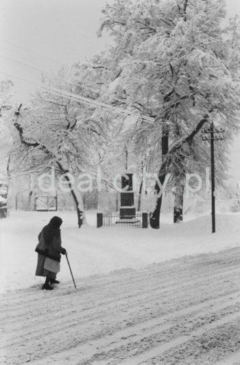 Zima w Nowej Hucie, w kadrze widoczna kapliczka w Mogile.   fot. Henryk Makarewicz/idealcity.pl