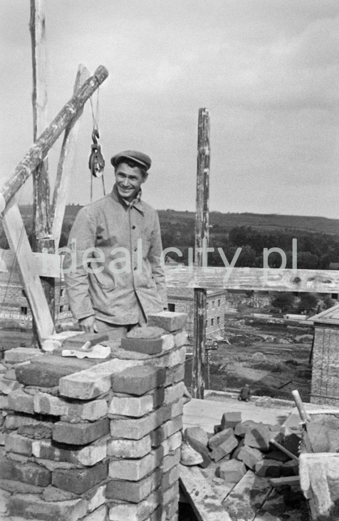 Budowa Osiedla Sportowego, pierwsza połowa lat 50. XX.  fot. Wiktor Pental/idealcity.pl