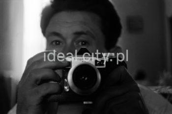 Wiktor Pental - autoportret w lustrze.  fot. Wiktor Pental/idealcity.pl