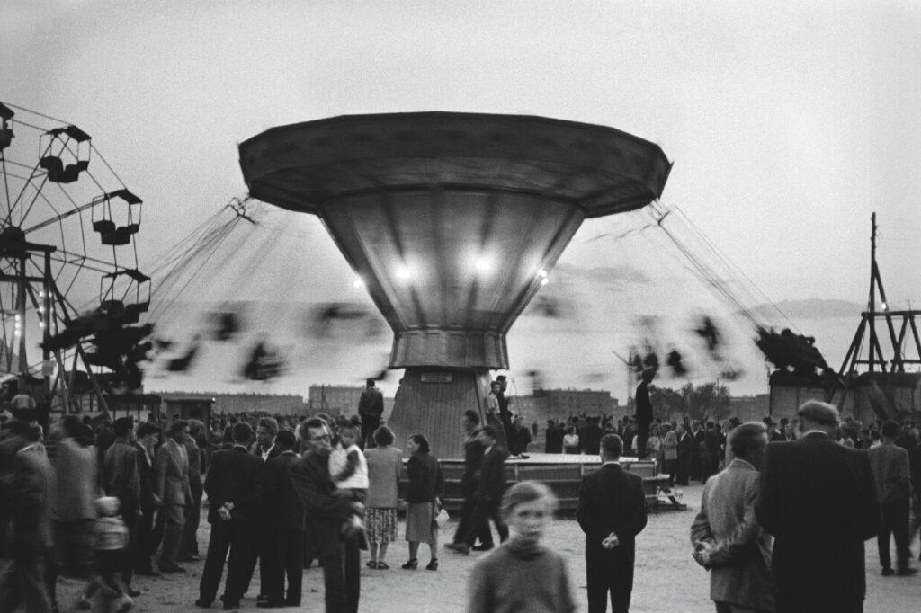 The crowd around the carousel.